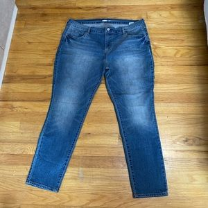 Old Navy skinny jeans. Never worn!